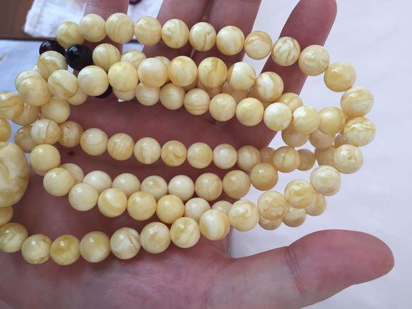 我觉得这算真正意义的白花蜜蜡,108棵珠子